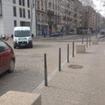 Cours Charlemagne, en face de l'escalator descendant du centre d'échange de Perrache, à gauche