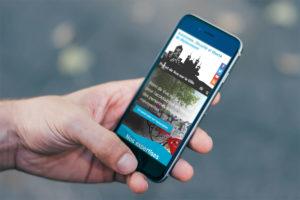 Gros plan sur un smartphone affichant le site de Point de vue sur la ville